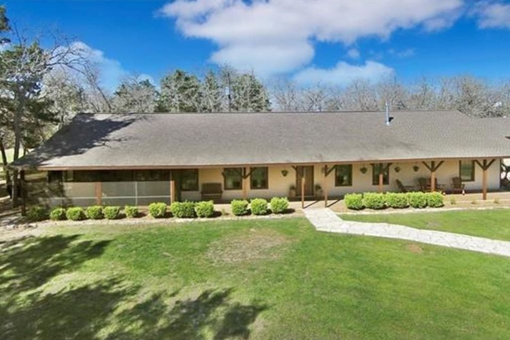4br family ranch with lots of open spaces casas en for Texas ranch piani casa con portici
