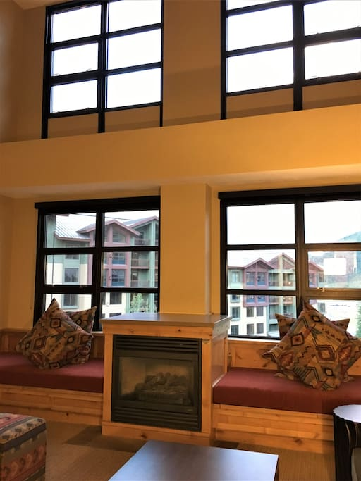 2 twin day beds, gas fireplace, 3 story windows, view of pool & valley beyond