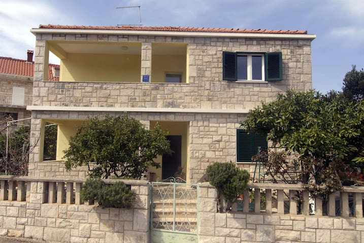 Four bedroom Apartment, 200m from city center, seaside in Brna - island Korcula, Balcony, Terrace