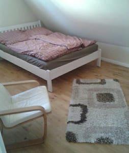 Ruhiges Zimmer im schönen Buxtehude - Buxtehude - Daire