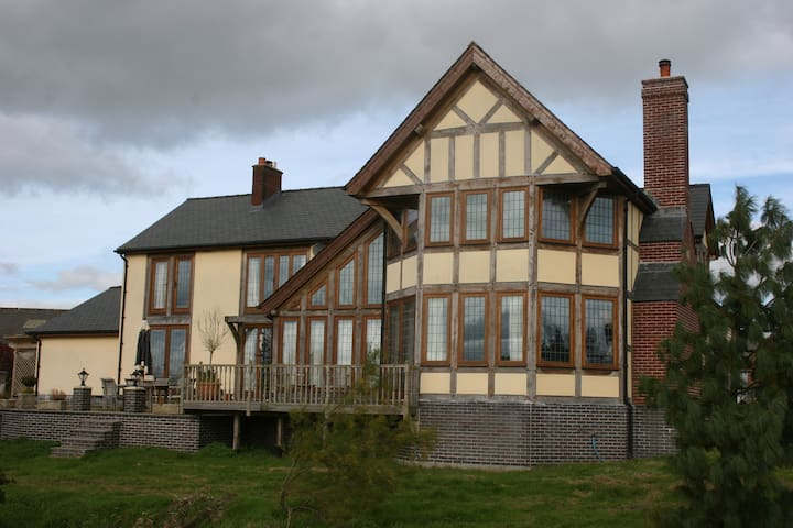 Oak Framed Country House in Beautiful Wales - Powys - Rumah