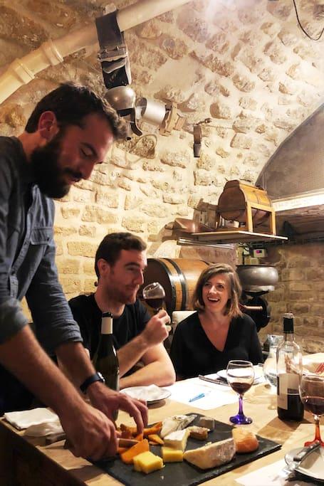 秘密酒窖的奶酪和葡萄酒品鉴活动