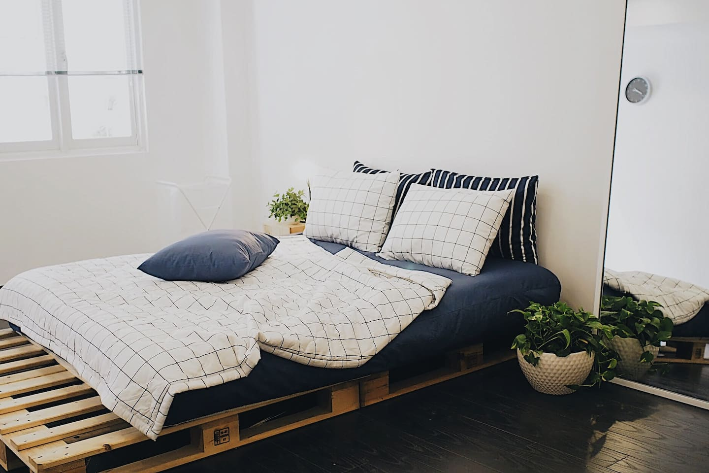 Super comfy bed and pillow sets. Quality Sleep guaranteed.