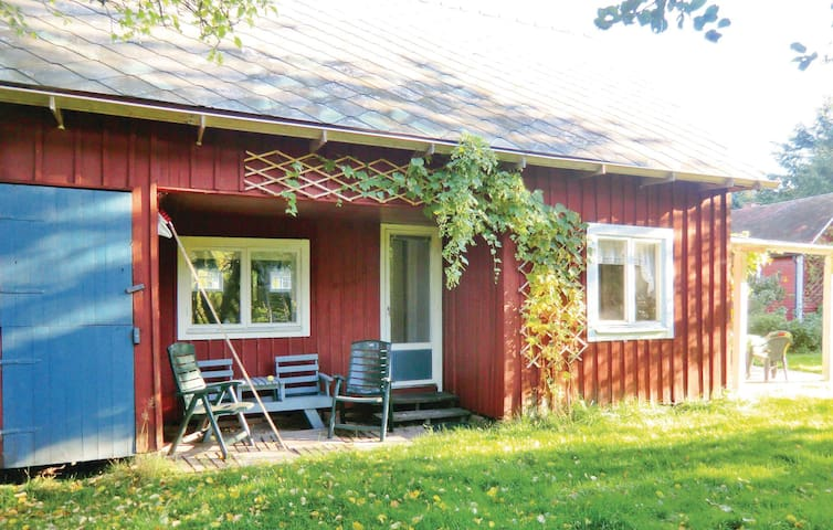 Holiday cottage with 2 bedrooms on 35m² in Färjestaden
