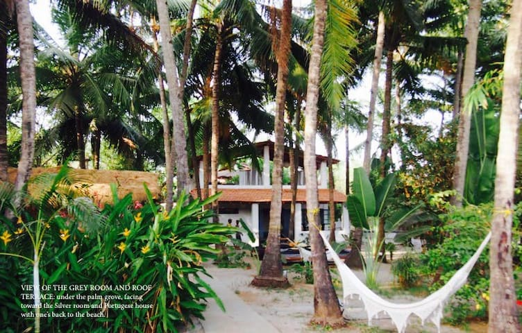 Ashwem beach house,Bang on the beach@Ashvem/Morjim