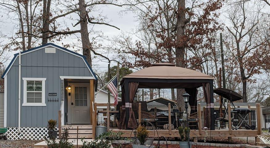 Tiny Lake House on Douglas Lake