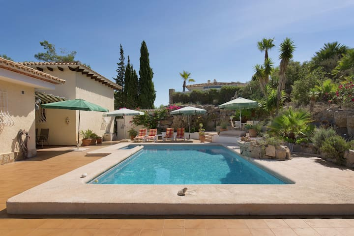 Beautiful villa suitable with children from 6yrs, private pool  sea views