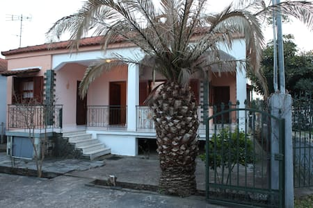 Voulas Private House 500m from the beach
