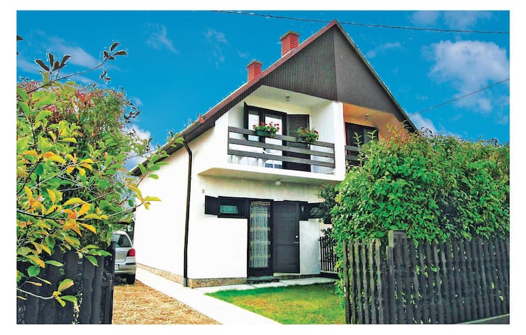 Semi-Detached with 2 bedrooms on 60 m² in Fonyódliget