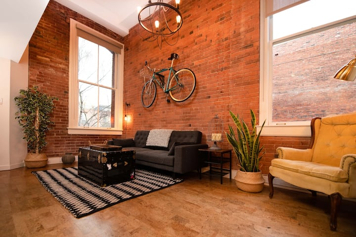 Historic Chic Downtown  Loft Sleeps4 Lower Yates