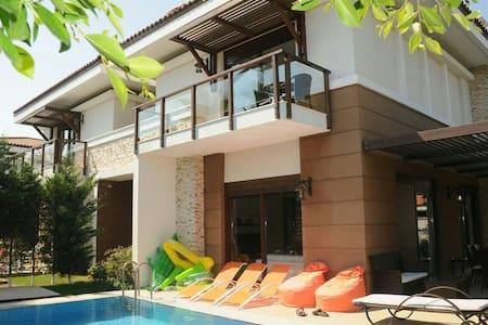 Ultra lux tatil Villasi 2 - Kadriye Belediyesi - Talo