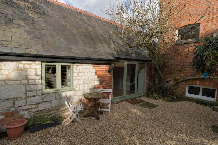 Cosy South-facing converted Barn and outdoor area