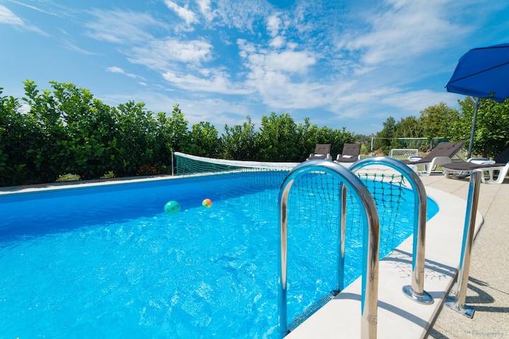 Villa Vrelo - Villa with a beautiful Garden View