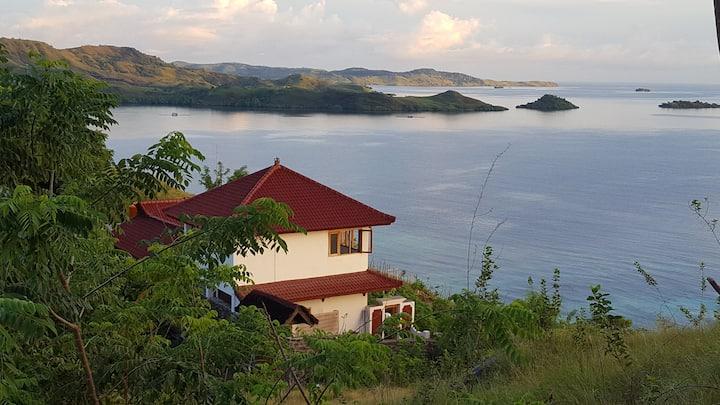 Villa V - Cosy hillside villa with stunning view