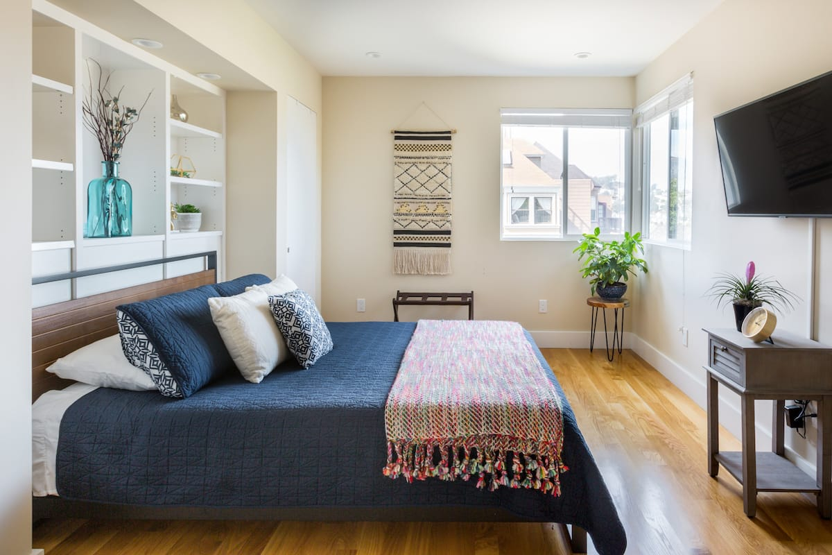 Cozy Guest Suite with Panoramic Views near Liberty Stairway