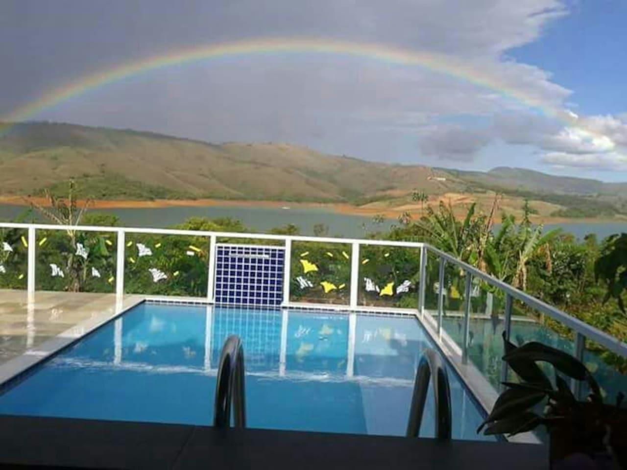 Lindo arco iris depois da chuva