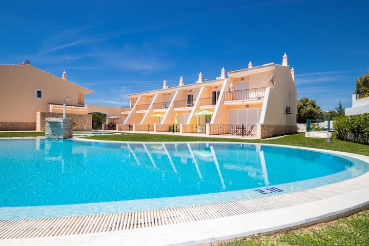 MARVELLOUS TOWNHOUSE,SEA VIEW, WI-FI,SWIMMING POOL