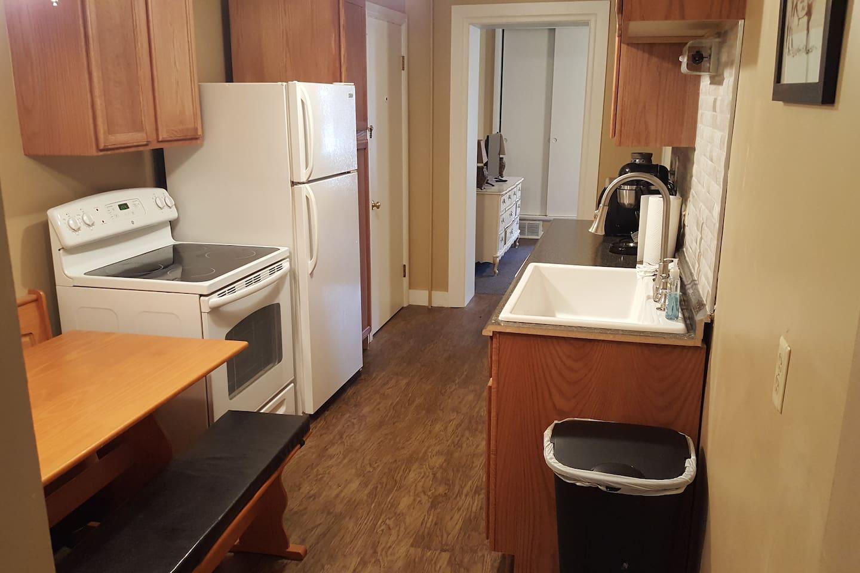 Full Kitchen, Newly Remodeled!