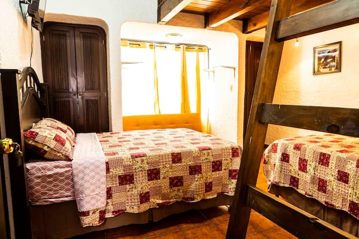 Habitación con mezanine frente a Paseo Cayalá