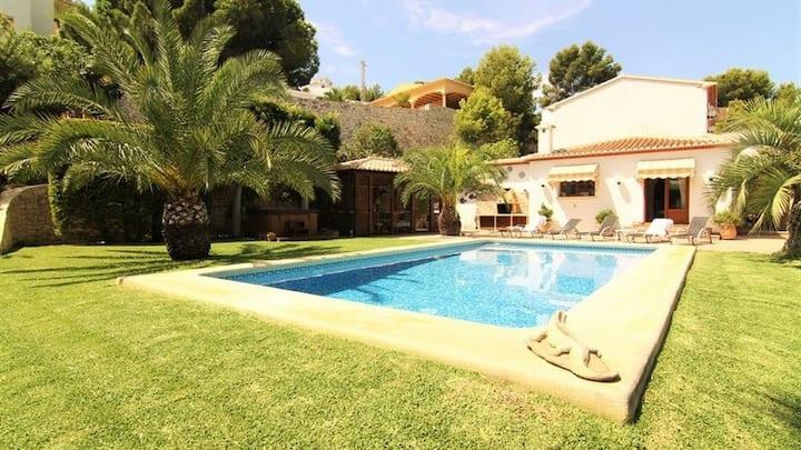 Beautiful villa - beautiful area. Jacuzzi & sauna