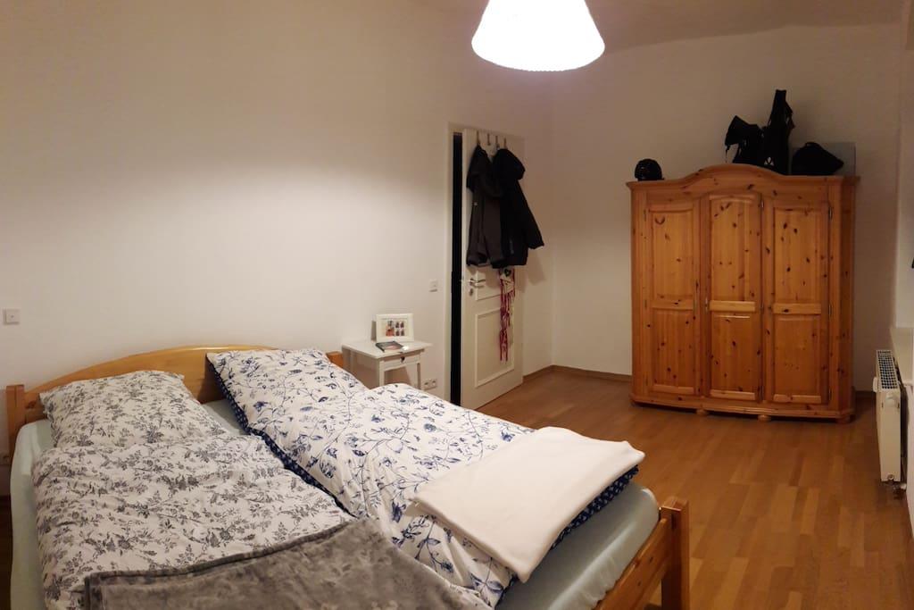 Doppelbett/ zusätzliches Luftbett/ Bei Bedarf Kinderbett
