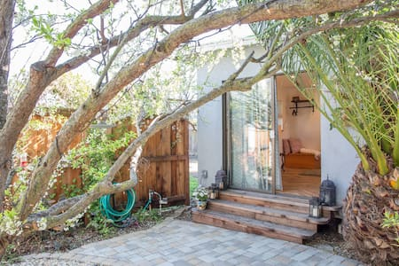 Private cottage in a garden - Sunnyvale - Bungalow