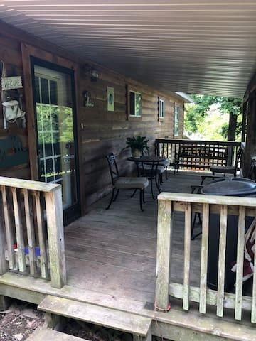 Mark Twain Lodging -The Rustic Retreat -Cabin 2