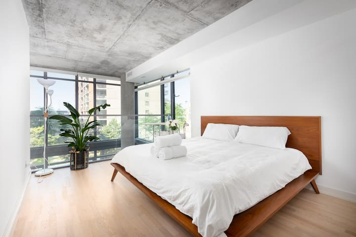 A stunning and spacious master bedroom overlooks the living room in true loft fashion. Enjoy an unobstructed view of the city from bed. Control shades with a remote control.