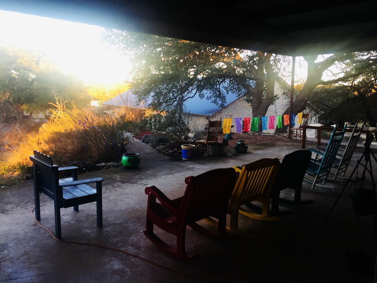 Beautiful views! Huge barn with Lonesome Dove Hotel featuring Day of the Dead Theme. 12' Christmas tree seasonally decorated, Christmas lights everywhere, pool table, foosball, cornhole, and candlelight hearty  breakfast complimentary on weekends.