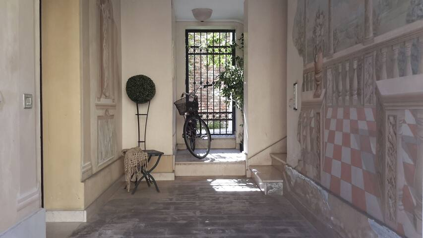 Chez Carlotta