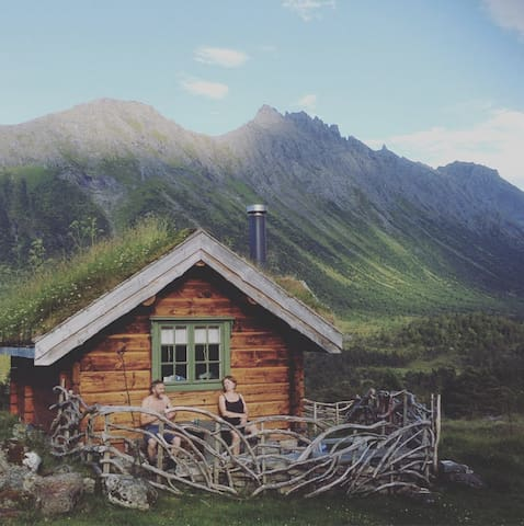 Tiny charming cabin in the alps of Sunnmøre