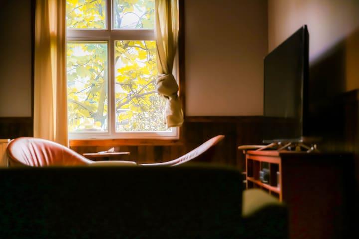 【大李肆民宿】东湖绿道,磨山,樱花园,梅园,植物园,大李文创村 ,二楼大套间三房一厅一棋牌