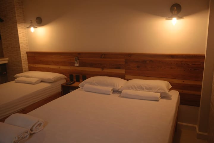 room for 3 people