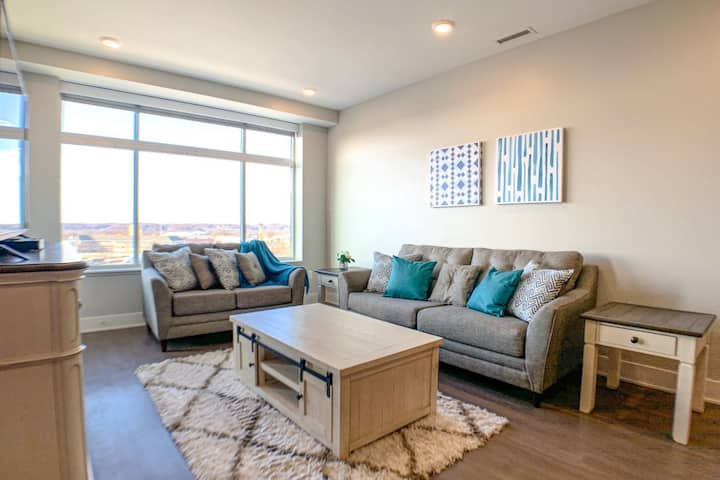 Luxury 2BR w/ Balcony in Downtown GR