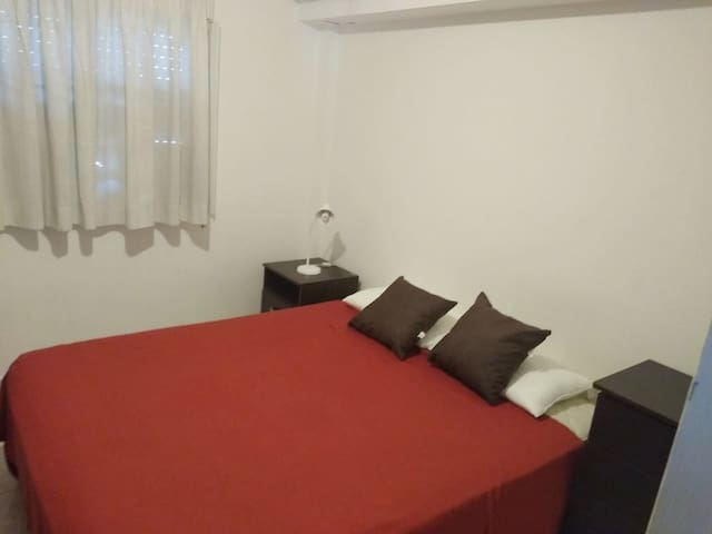 Bedroom 1 with TV and air conditioning. You can ask for a double bed or two single beds/ Dormitorio con TV y aire acondicionado para frio y calor.  Puede solicitar una cama doble o dos camas individuales.