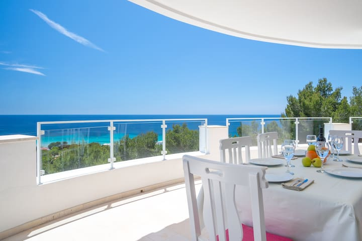 VILLA PARAISO with see views