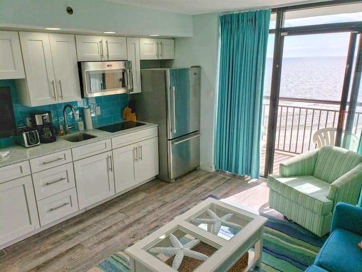 ⭐REMODELED 2019 BEACHFRONT Condo Amazing Decor