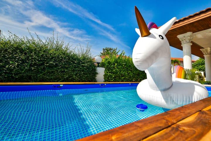 4.5 pool 5 beds house 5min Beach sleep 10pax