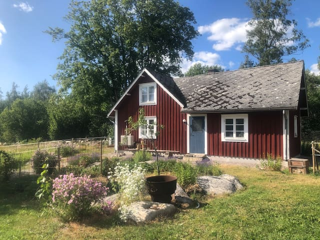 Lyckatorpet, dream cottage, close to Åsnen