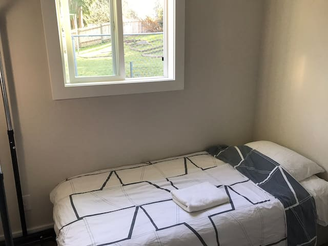 Single small bedroom