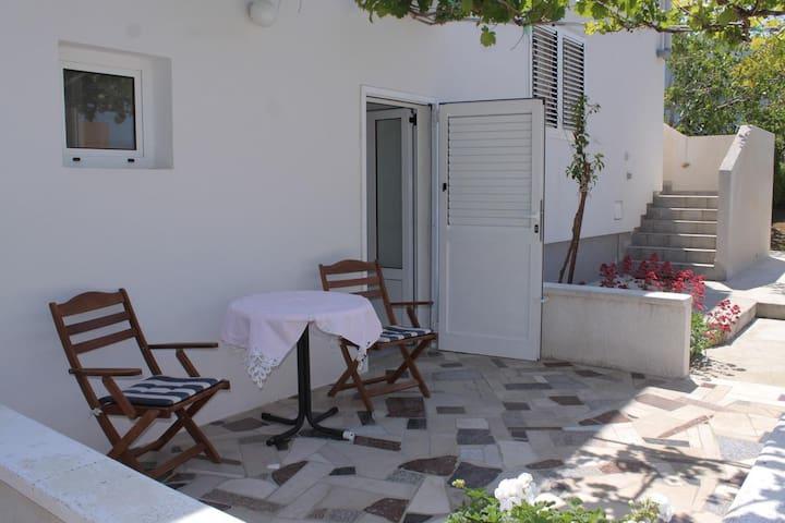 Studio flat with terrace Ražanac, Zadar (AS-6185-b)