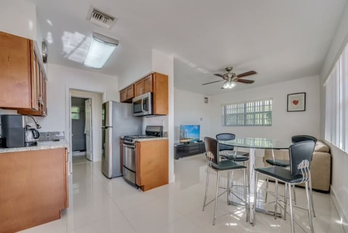 Fort Lauderdale By Sea 1 bdrm 2 Blocks from Ocean - Lauderdale-by-the-Sea - Ferienunterkunft
