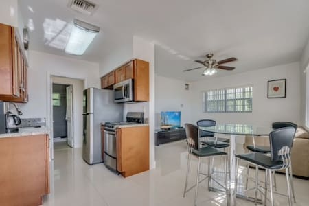 Fort Lauderdale By Sea 1 bdrm 2 Blocks from Ocean - Lauderdale-by-the-Sea - Σπίτι διακοπών