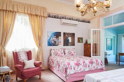 The Studio @ Die Rooi Granaat Guest House