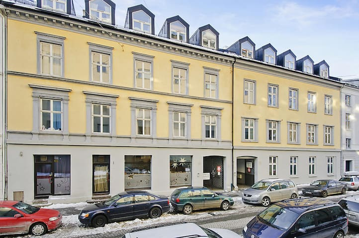 One-bedroom apartment in a quiet area, close to popular Aker Brygge.