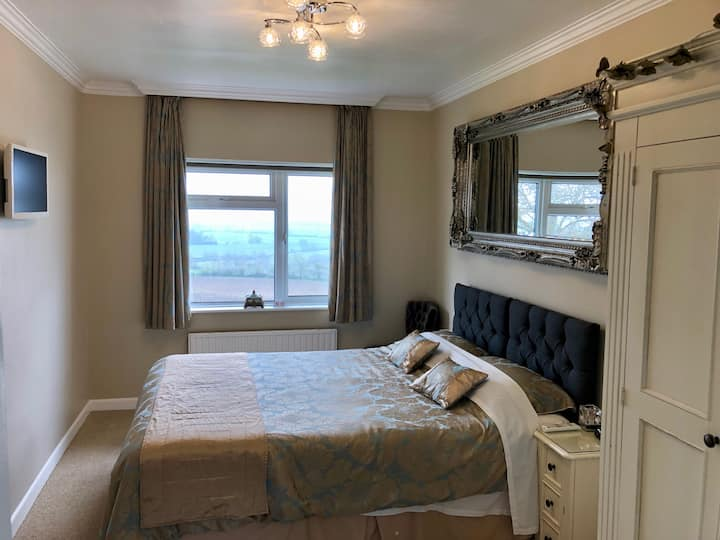 King or Twin En-suite Room - Little Orchard B&B