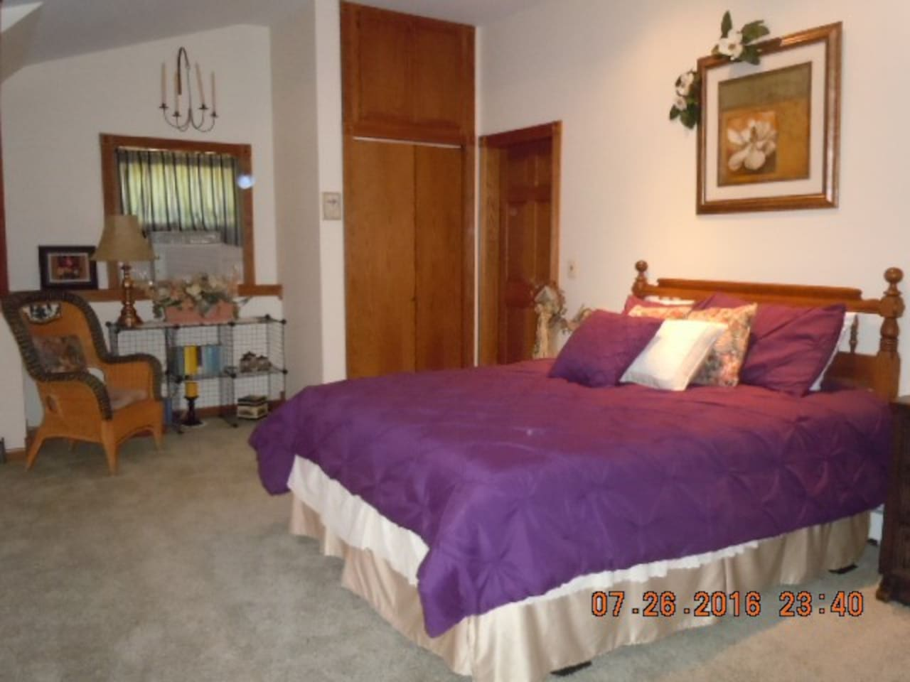 24' x 24' huge bedroom with 2 Queen Beds,  Window air conditioner, Each room has a thermostat for heat adjustment,  Ceiling fans in 4 rooms,  Wicker love seat, 3 wicker chairs & a desk. The 2  bedrooms & bathroom has privacy locks.
