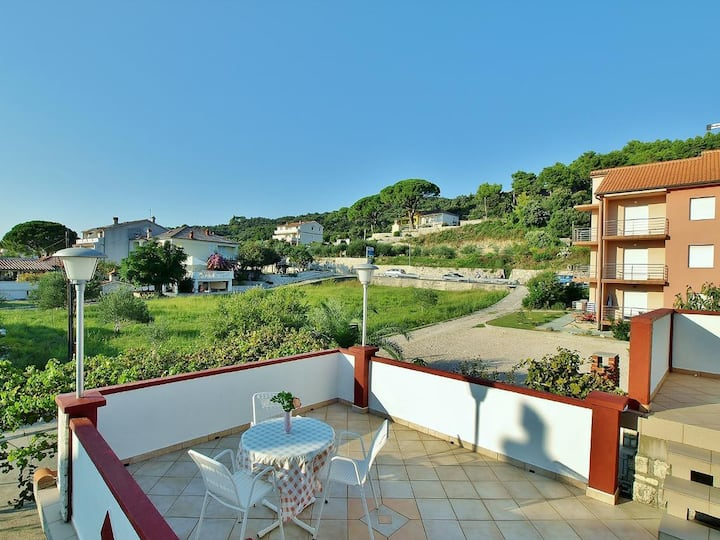 One bedroom apartment with terrace and sea view Kampor, Rab (A-5000-b)
