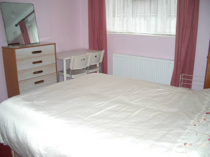 Leyton East London Room with a view - 1 guest