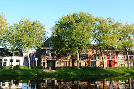 Bright & comfy apartment, on quiet canal in centre